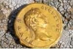 Trở thành triệu phú nhờ nhặt được... một đồng xu