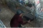 Cộng đồng mạng chia sẻ chóng mặt clip tên trộm 'tự tin nhất quả đất'