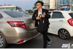 Đường vào sân bay Tân Sơn Nhất kẹt cứng, hành khách xuống xe chạy bộ