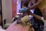 Mẹ mải nấu ăn, con 1 tuổi đút tay vào máy xay thịt