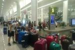 Tắc cửa nhập cảnh tại sân bay Nội Bài