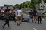 Đua tốc độ cao, Ducati bay tung trời, thiếu nữ bị thương nặng