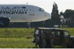Hình ảnh đầu tiên chiếc máy bay Libya bị không tặc khống chế