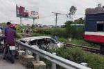 Tàu hỏa tông xe hơi văng xa 40m, tài xế thương nặng