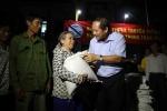 Bộ trưởng Trương Minh Tuấn trao 100 tấn gạo, hơn 1 tỷ đồng cho người dân vùng lũ