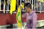 Video: Chủ tịch Công Vinh đi quanh sân cảm ơn CĐV SLNA