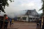 Cháy lớn thiêu rụi kho thuốc công ty dược ở Bình Phước