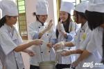 Học sinh Nhật Bản hào hứng trải nghiệm nấu ăn, cưỡi ngựa tại Việt Nam