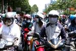TP.HCM: Người dân và du khách mệt mỏi vì nắng nóng