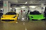 Nhìn hàng loạt siêu xe ngập nước mà… xót