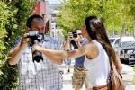 Ảnh nóng: Bồ Casillas nổi nóng đòi giật máy ảnh