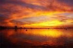 Bí ẩn giông lốc 'nuốt người' ở Hồ Tây