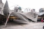 Cuồng phong ở Hà Nội: Loạt công trình lớn tan hoang, hư hại nặng nề