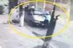 Hà Nội: Thanh tra giao thông đánh đu trên cần gạt nước xe 16 chỗ