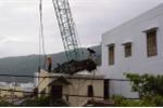Cần cẩu đổ sập lên nhà dân - ảnh 3