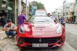 Bất ngờ siêu xe Ferrari F12 bản độ nhập Dubai ra biển số Sài Gòn