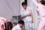 Ơn giời cậu đây rồi 2016: Hoài Linh bị 'lột đồ' trên sân khấu