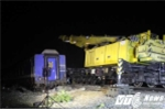 Trắng đêm cưa, cẩu toa tàu khỏi hiện trường tai nạn ở Huế