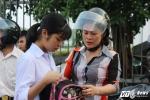 Thi vào lớp 10 ở Hà Nội: Phụ huynh thấp thỏm cùng thí sinh