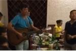 Video: Lê Huỳnh Đức chơi đàn, hát Tuổi hồng thơ ngây
