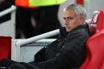 Làm đủ trò mỉa mai trọng tài, Mourinho chỉ nhận án phạt nhẹ