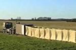 Xem quân đội Mỹ dựng hàng rào phòng thủ dài 300m chỉ trong 60 giây
