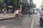 Xe đạp, xe máy vẫn phóng ầm ầm trên phố đi bộ hồ Hoàn Kiếm