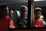 Thầy trò HLV Mourinho buồn rầu rời Trung Quốc