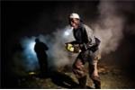 Cận cảnh công việc nguy hiểm thu nhập 120.000 đồng/ngày
