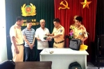 CSGT Hà Nội nhặt được túi xách có hơn 43 triệu đồng