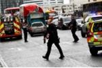 Khoảnh khắc cảnh sát bắn hạ nghi phạm vụ khủng bố ở Anh