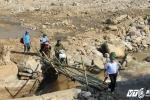 Chủ tịch Lào Cai cuốc bộ vào hiện trường sập hầm vàng thảm khốc