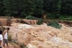 Mưa lũ ở Quảng Ninh: Nữ sinh bị tụt xuống cống mất tích, 3 xã bị chia cắt