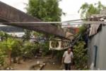 Cần cẩu đổ sập, đè nát 2 nhà dân ở Vĩnh Long