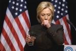 Bác sĩ hàng đầu của Mỹ ám chỉ có người 'đầu độc' bà Hillary Clinton