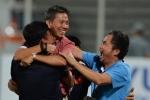 HLV Hoàng Anh Tuấn khóc ngon lành, thổ lộ ước mơ với học trò U19 Việt Nam
