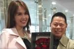 Tỷ phú Hoàng Kiều tặng hoa hồng, đón Ngọc Trinh ở sân bay Thượng Hải