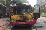 Clip xe buýt bốc cháy, phát nổ trên đường Lạc Long Quân, Hà Nội