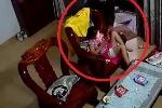 Clip: Cướp bịt mặt, táo tợn xông vào nhà giật iPad trên tay bé gái ở Sài Gòn