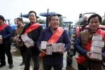 Nông dân Trung Quốc chia nhau nửa triệu USD tiền thưởng Tết