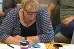 Nữ chính trị gia bị bắt quả tang chơi Pokémon Go trong phiên họp chính phủ