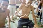 Video: Tù nhân Venezuela dùng thi thể bạn tù chết đói để cầu cứu