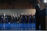 Lính Mỹ ngất xỉu trước mặt ông Obama trong lễ chia tay