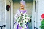 Cụ bà 86 diện váy cưới tự thiết kế trong lễ thành hôn khiến cộng đồng mạng ngưỡng mộ