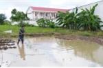 Đi tắm mưa, hai chị em chết đuối dưới hố nước sâu
