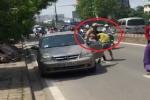 Thực hư video CSGT ôm cổ, bẻ tay tài xế ô tô giữa phố Thủ đô