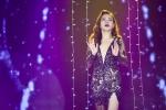 Giang Hồng Ngọc diện váy ren xẻ sâu sexy trên sân khấu