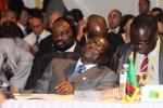 Tổng thống 93 tuổi của Zimbabwe giải thích chuyện 'để mắt nghỉ ngơi' trong giờ họp