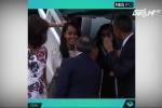 Sợ khóc trong lễ tốt nghiệp của con, Obama đeo kính đen