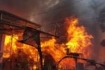 Cột điện phóng lửa, thiêu rụi ngôi nhà gỗ ở Đà Lạt